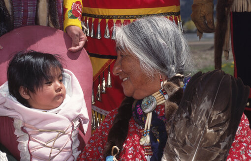 Squaw with baby at the Pow Wow, USA - 00355AG