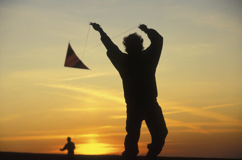 Silhouette of person flying kite - 00234MR