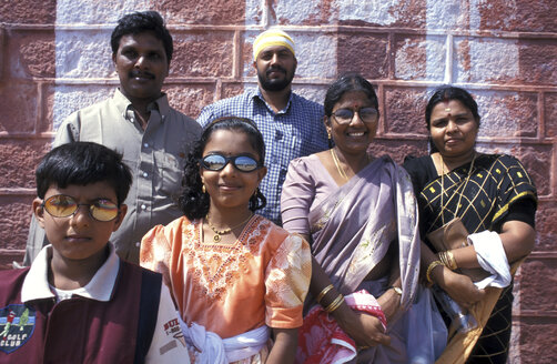 India, family in traditional clothing, smiling - 00063PM