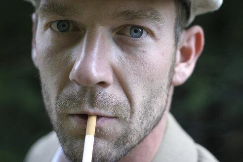 Man with cigarette, portrait - 00061BM-U