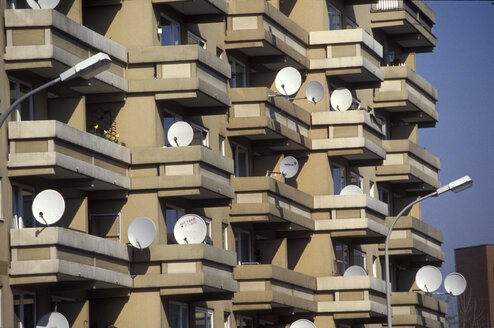 Satellite dishes on balcony - 00014MB