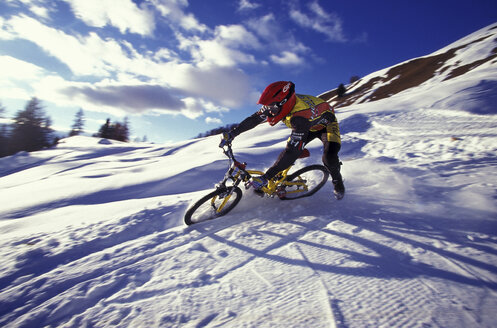 Mountain biking - 00006FF