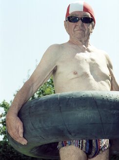 Senior man holding life ring - 00024DK