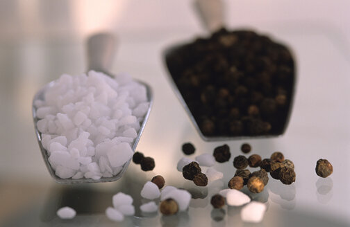 Pepper and rock salt, close-up - AS01135
