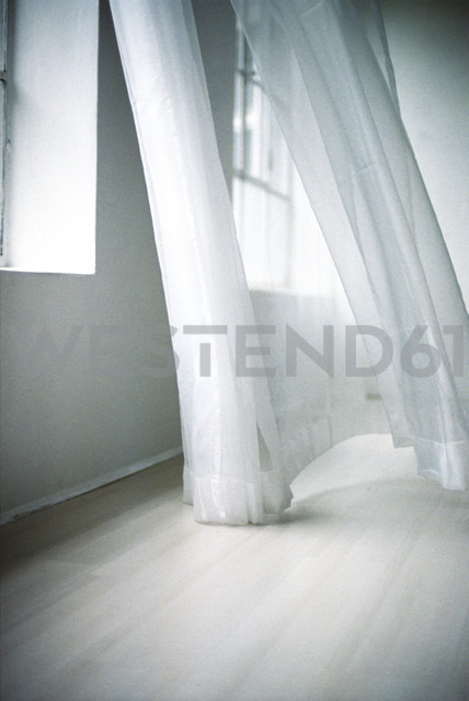 Blowing white curtain - 00031MN