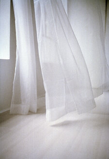 Blowing white curtain - 00030MN