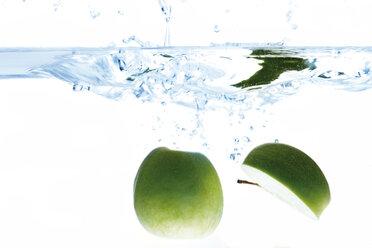 Green apples in water - 01554CS-U
