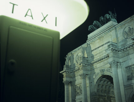 Siegestor and taxistop - PEF00394