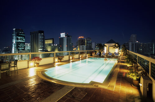 Rooftop pool, Hotel Chateaux de Bangkok, Thailand - MS01622