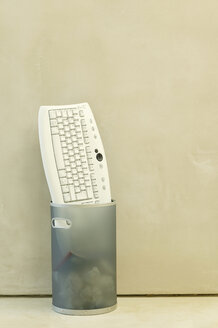 Keyboard thrown into dustbin - BMF00223