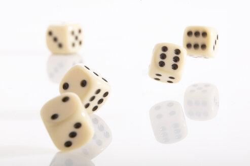 Falling dice - THF00108