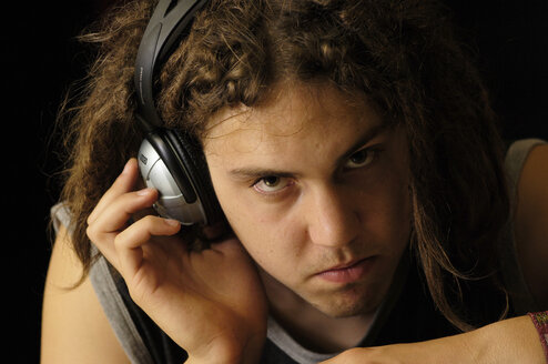 Young man with headphones listening to music - LRF00023