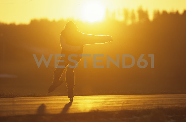 Person skating - MR00588 - Michael Reusse/Westend61
