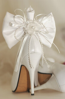 Bridal shoe tied with ribbon - 00004LRH-U