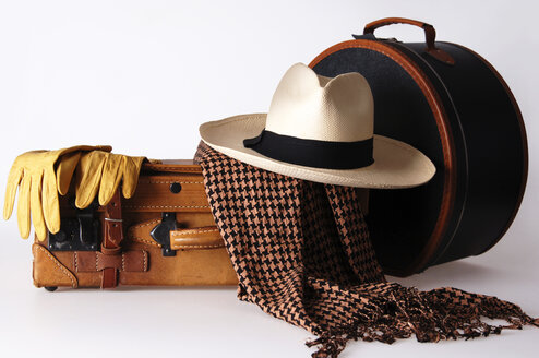 Luggage with hat box and panama hat - 00015LRH-U