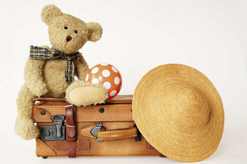 Teddy bear on suit case with hat and ball - 00012LRH-U