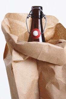 Beer bottle in paper bag, close-up - 00019LRH-U