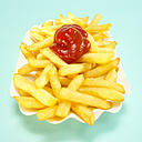 French fries with tomato ketchup, close-up - WESTF00403