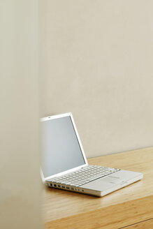 Laptop on table - BMF00249