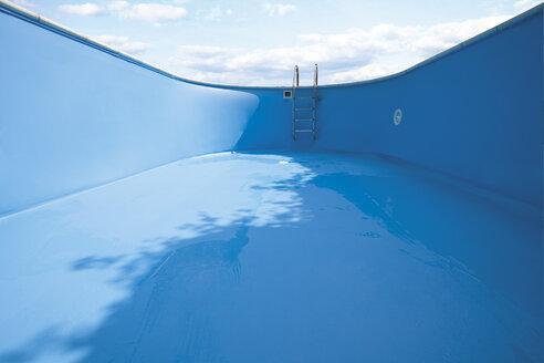 Empty swimming pool, close-up - 03400CS-U