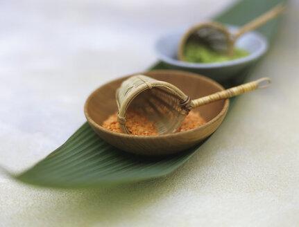 Lentis in wood bowls - HOEF00108