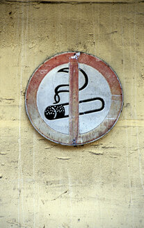 No smoking sign, close-up - THF00221