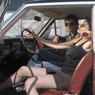 Young couple in car - JL00113