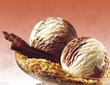 Chocolate hazelnut ice cream, close-up - 03473CS-U