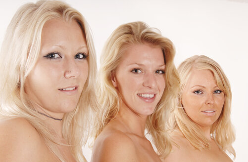 Three blond women, portrait - 00042LR-U