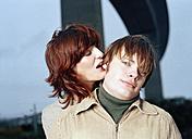 Woman kissing man, portrait - DB00029