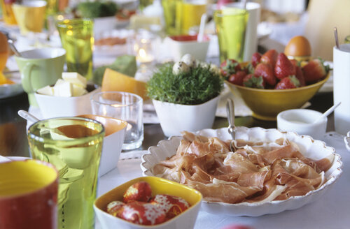 Easter table setting, close-up - NHF00156