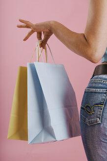 Woman carrying shopping bags - 00102LR-U
