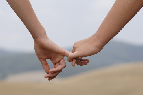 Holding hands, close-up - CRF00956