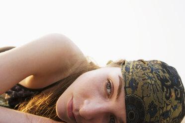 Woman wearing head scarf - NDF00045