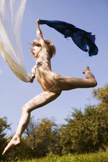 Young nude woman in mid-air - AB00008