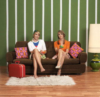 Young women sitting on sofa, portrait - JL00191