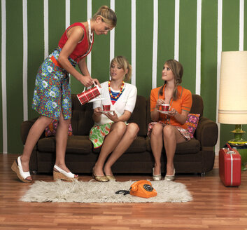 Young women having coffee in living room - JL00185