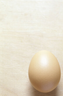 Egg on table, close-up - COF00033