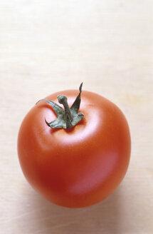 Ripe tomato, close-up - COF00008