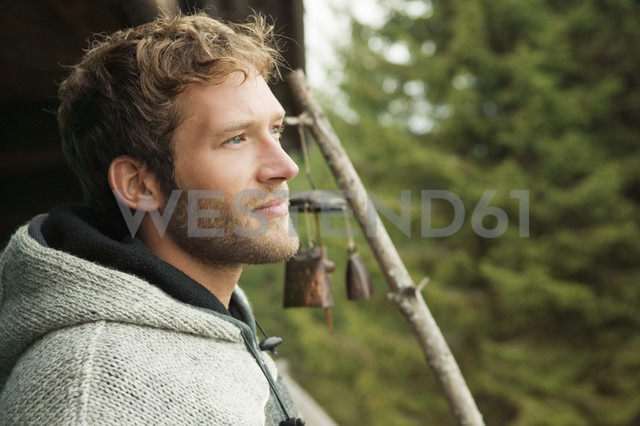 Young man in front of hut - BABF00002 - Bader-Butowski/Westend61