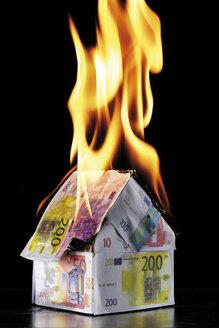 House of Euro notes burning - 05326CS-U