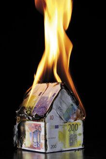 House of Euro notes burning - 05290CS-U