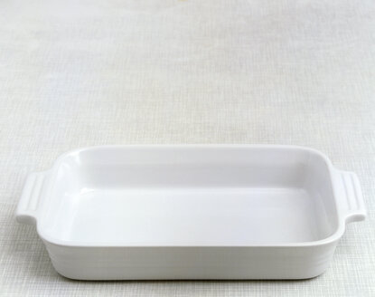 Roasting tray on table, elevated view - COF00037