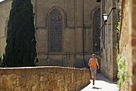 Italy, Tuscany, man jogging - MRF00771