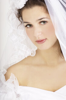 Young bride, portrait - 00169LR-U