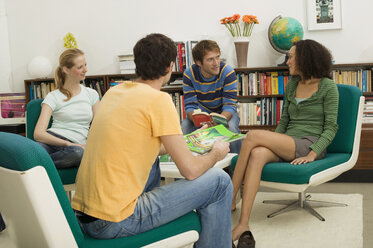 Four young people sitting in circle - WESTF03699