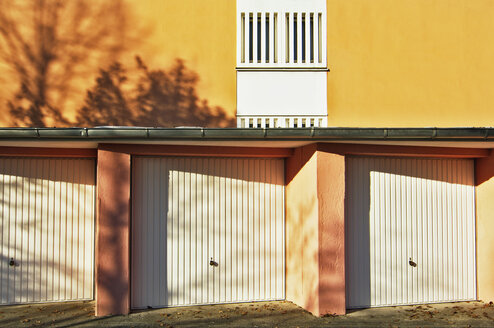 Germany, Munich, garages - MB00644