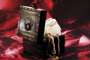 Treasure box full of money and jewellery - 06050CS-U