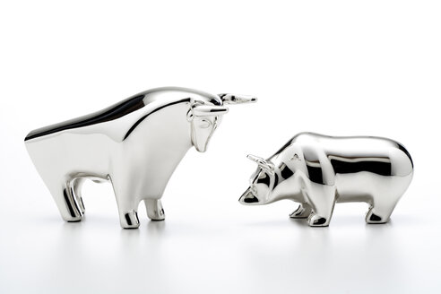 Bull and bear figurines, close-up - 06020CS-U