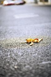 Banana peel lying on street - 06093CS-U
